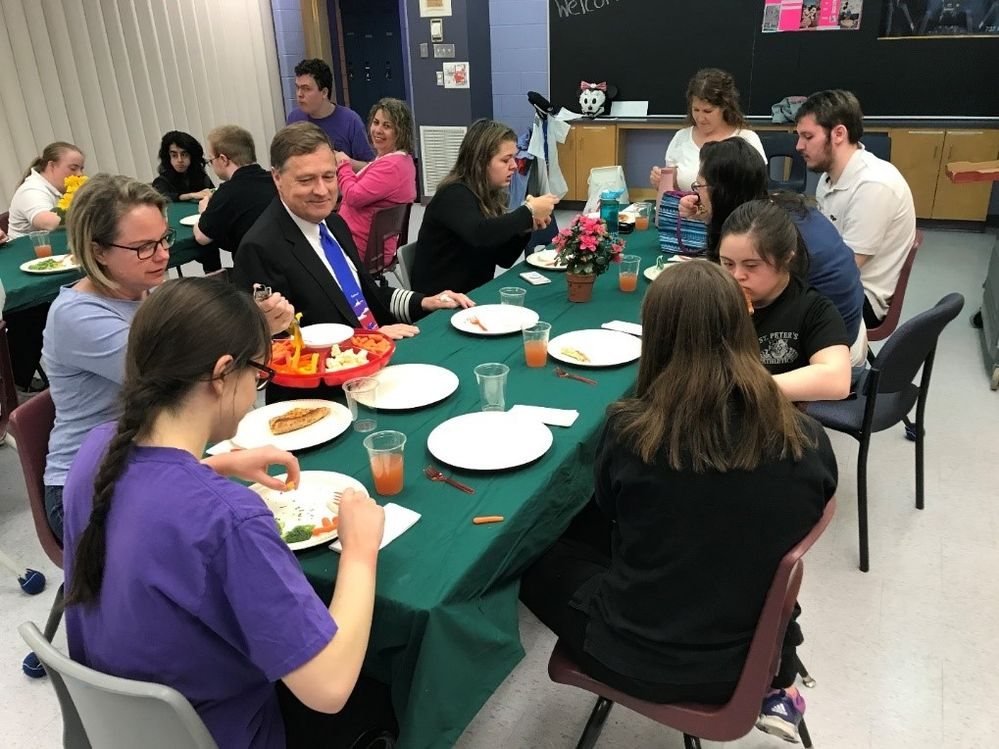 Students gather to eat lunch with Craig and Ken
