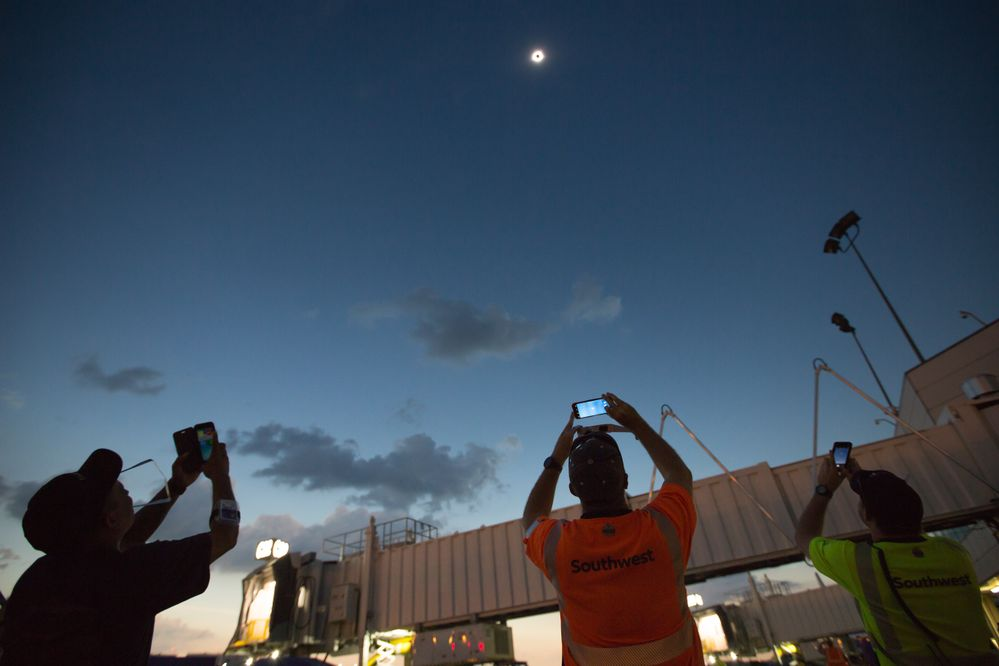 Southwest Employees in Nashville watch the 2017 total solar eclipse.
